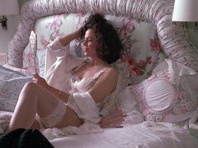 Sigourney Weaver sexy - Working Girl (1988)