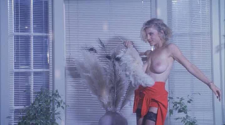 Lezlie Deane  nackt