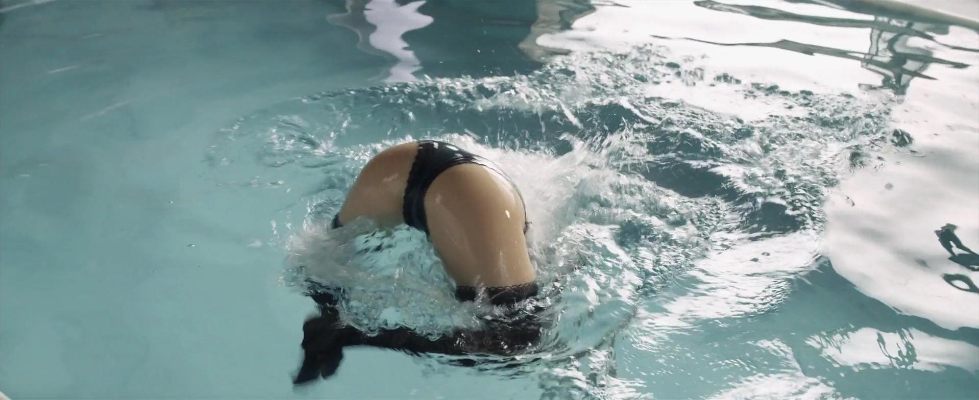 Sara Forestier nude - L'amour est un crime parfait (2013)