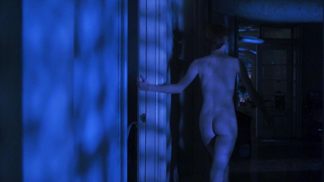 Bridget Fonda nude - Single White Female (1992)