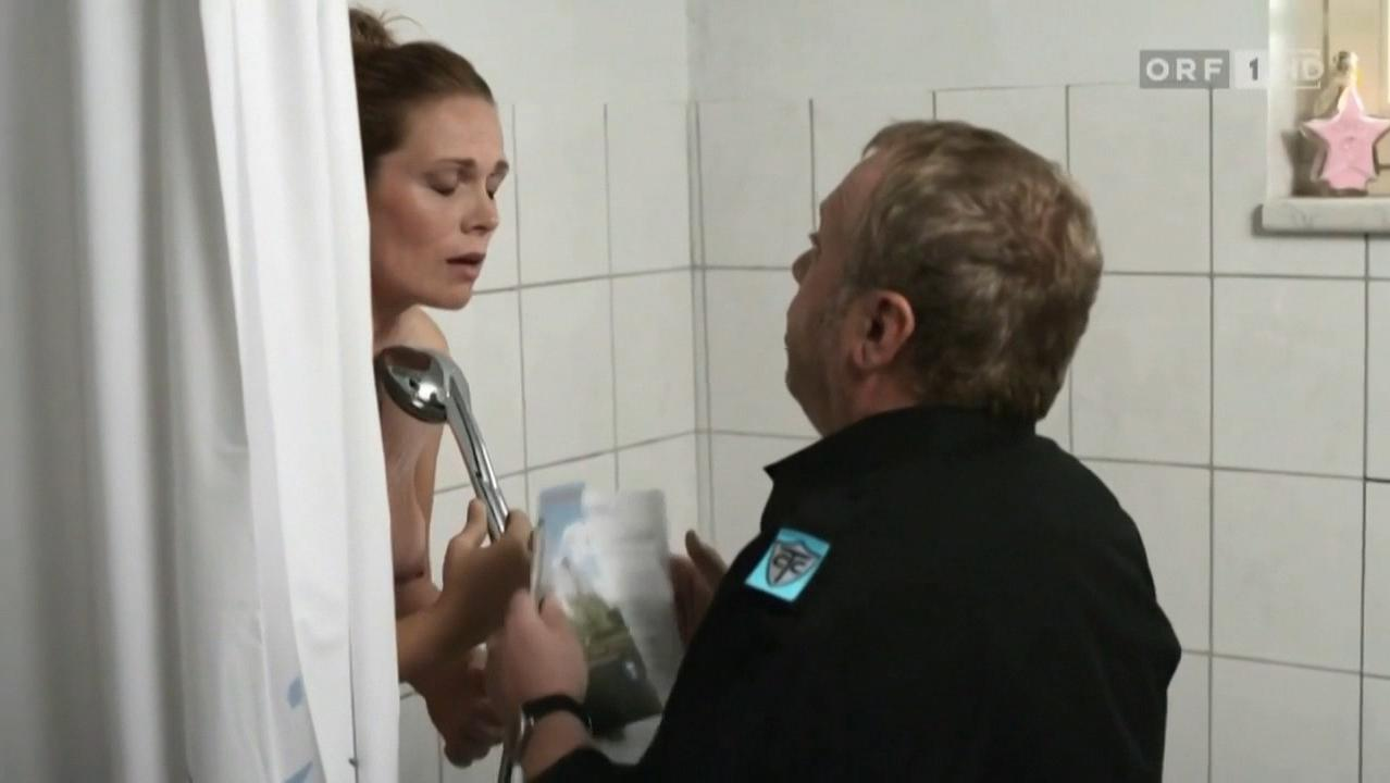 Theresia Haiger nude - Die Lottosieger s01e10 (2009)
