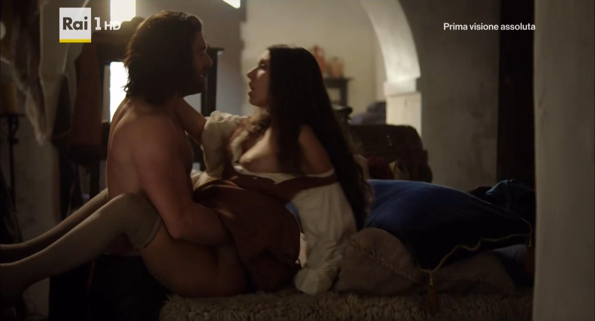 Miriam Leone nude, Valentina Belle nude - Medici Masters of Florences01e01 (2016)