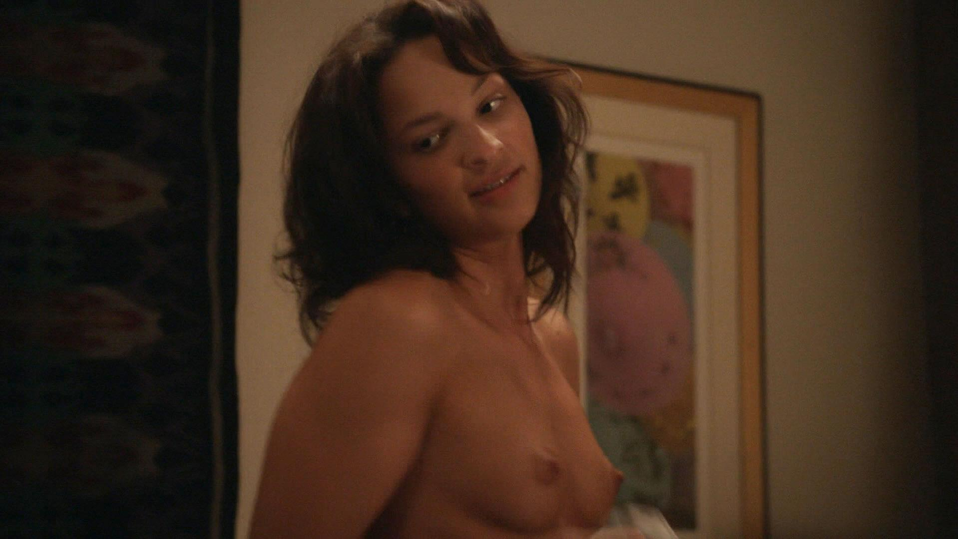 Ruby Modine nude - Shameless s07e05 (2016)