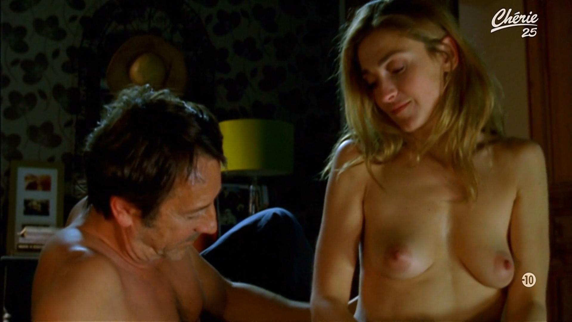 Julie Gayet nude - Amoreuse (2011)