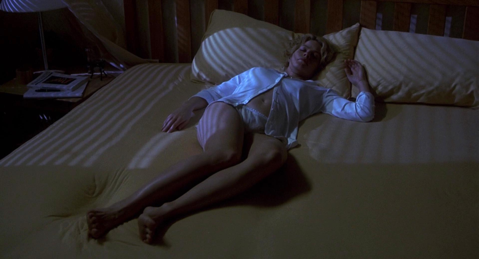 Elisabeth Shue sexy - Hollow Man (2000)