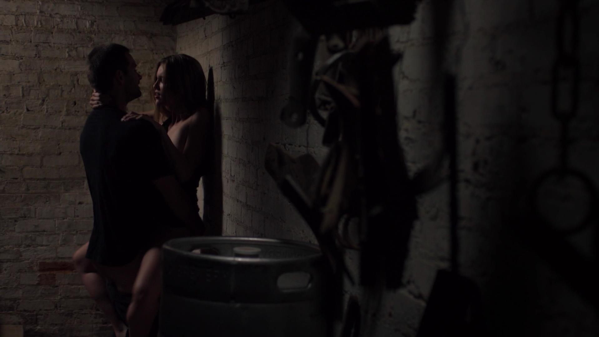 Lili Simmons sexy - Banshee s01e03 (2013)