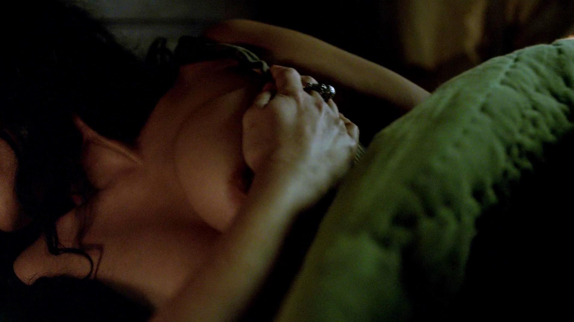 Jessica Parker Kennedy nude, Clara Paget sexy - Black Sails s02e02 (2015)