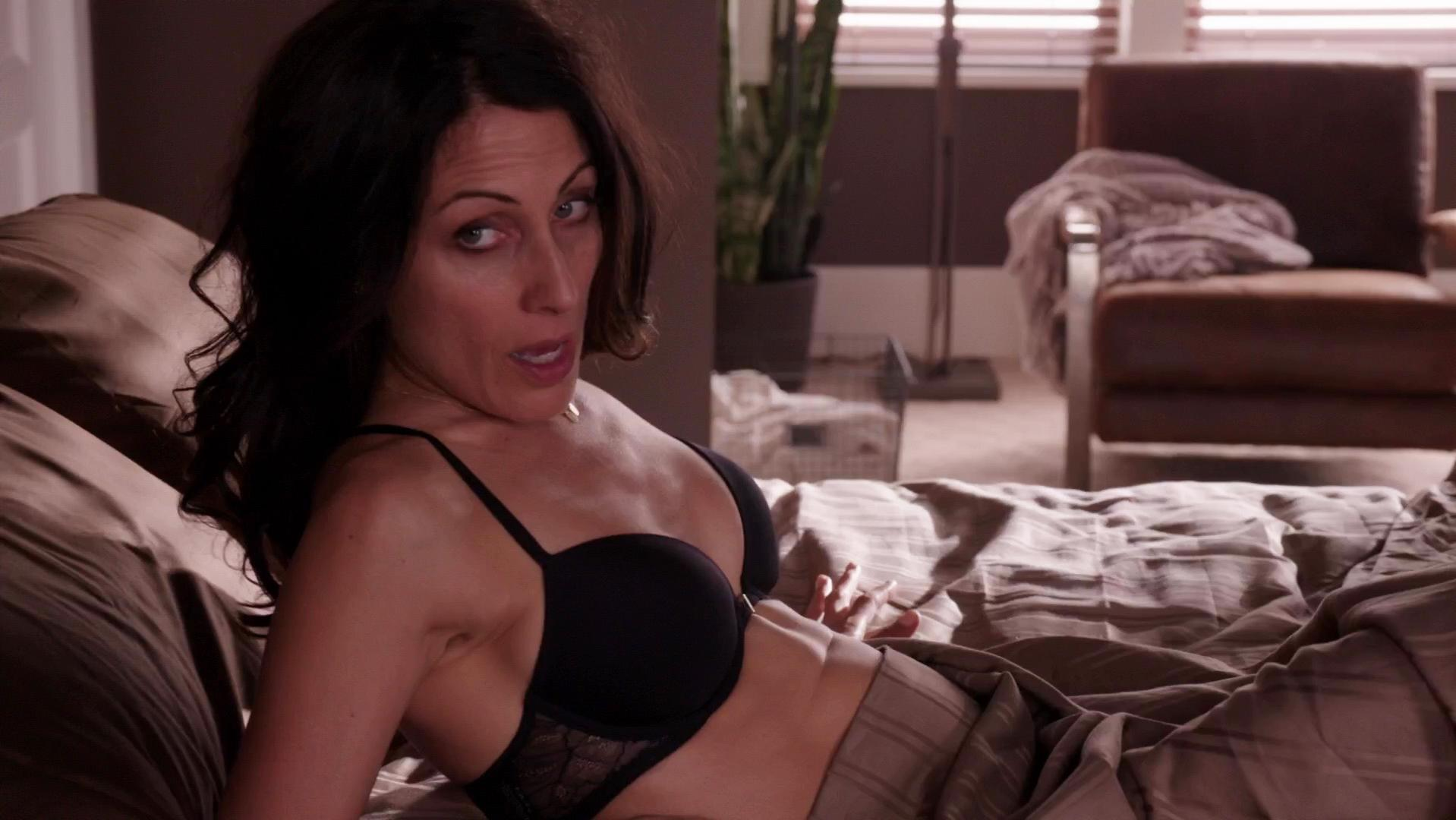 Lisa Edelstein sexy - Girlfriends' Guide to Divorce s01e04 (2014)