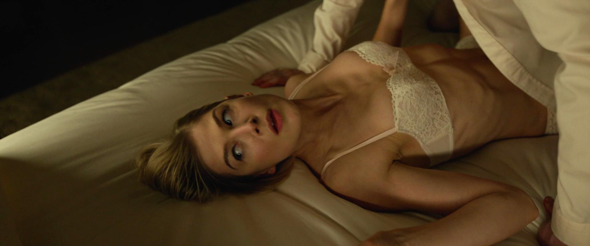 Rosamund Pike nude - Gone Girl (2014)