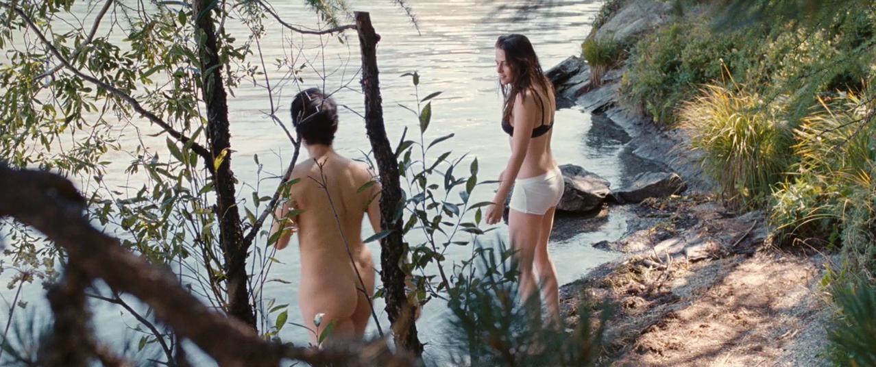 Juliette Binoche nude, Kristen Stewart sexy - Clouds of Sils Maria (2014)