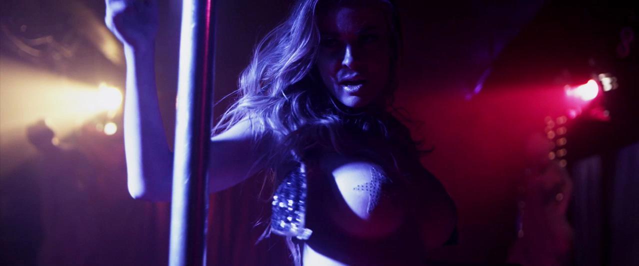 Carmen Electra sexy - Lap Dance (2014)