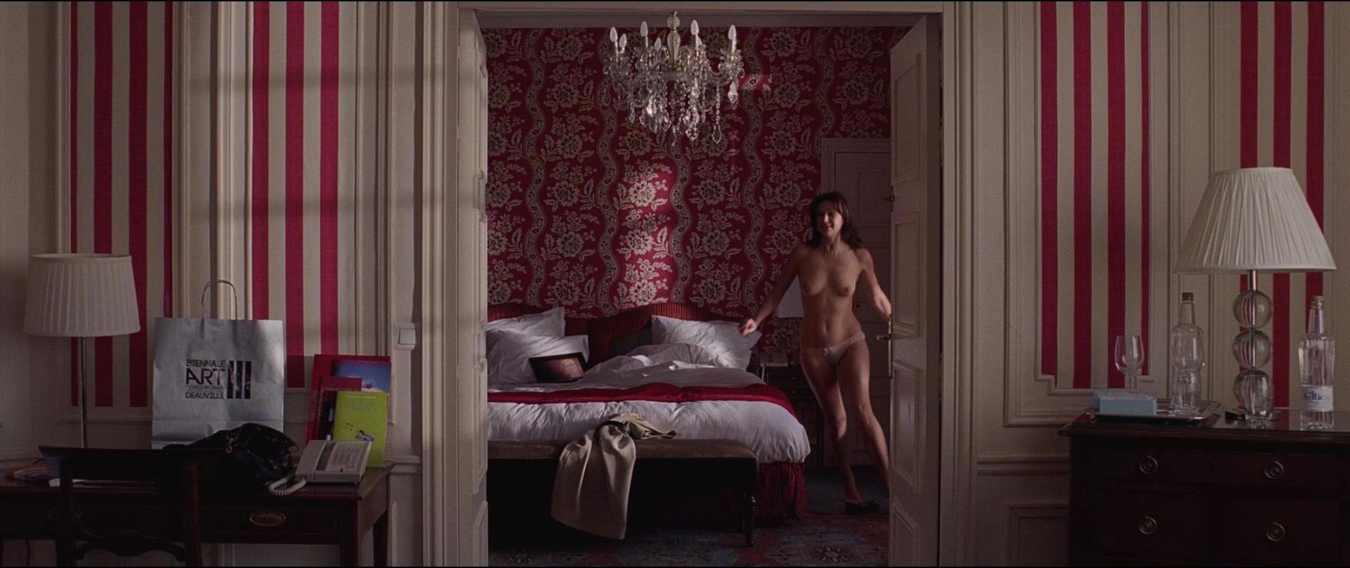 Helena Noguerra nude - Hotel Normandy (2013)