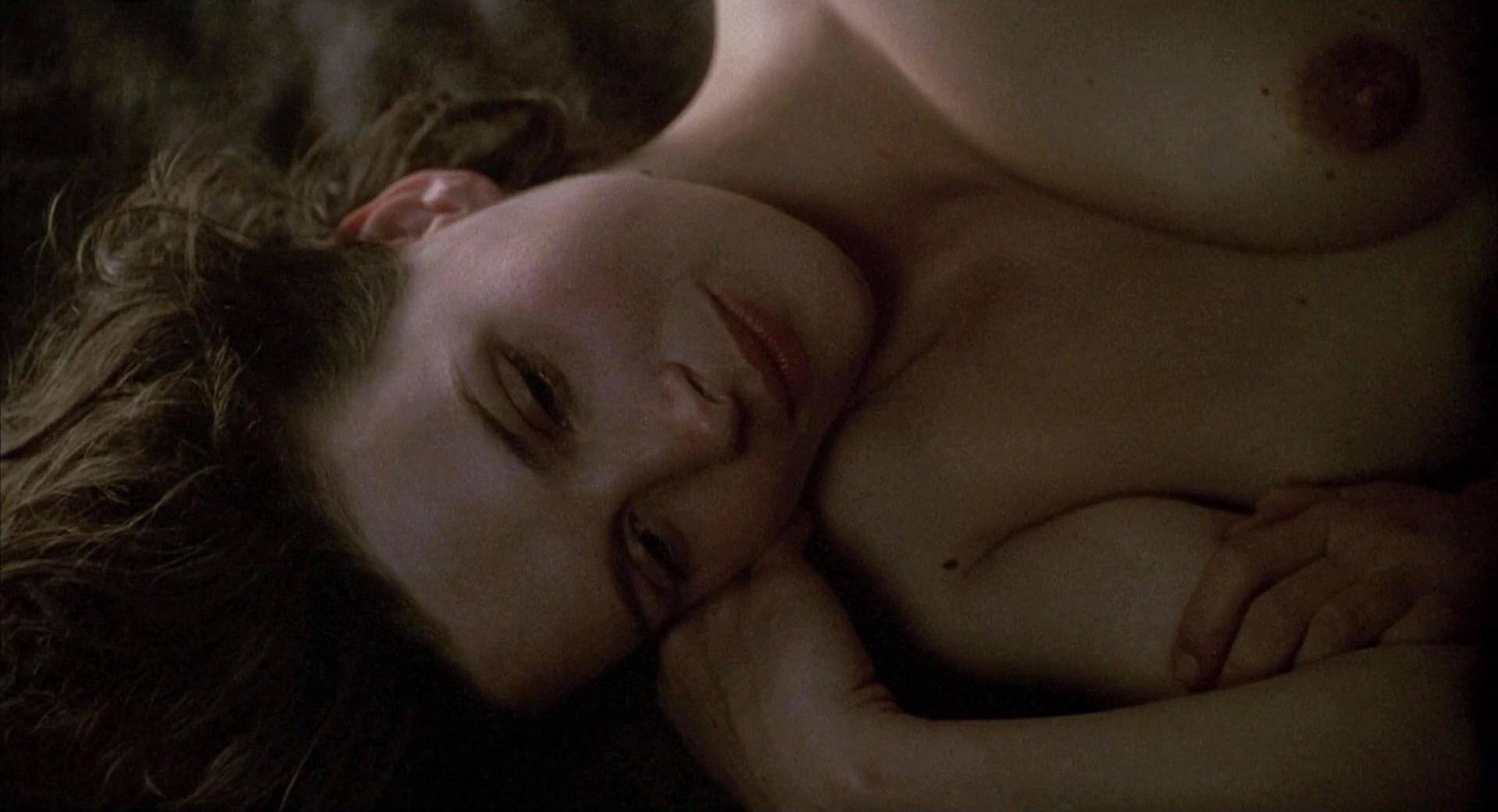 Juliette Binoche nude - The English Patient (1996)