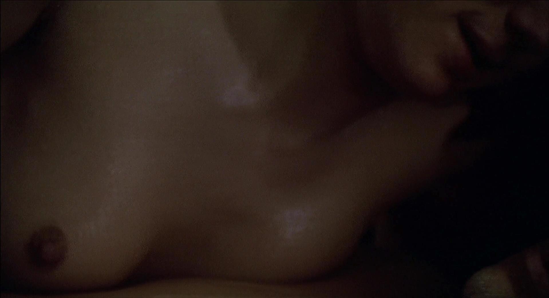 Elizabeth McGovern nude, Ellen Barkin sexy - Johnny Handsome (1989)