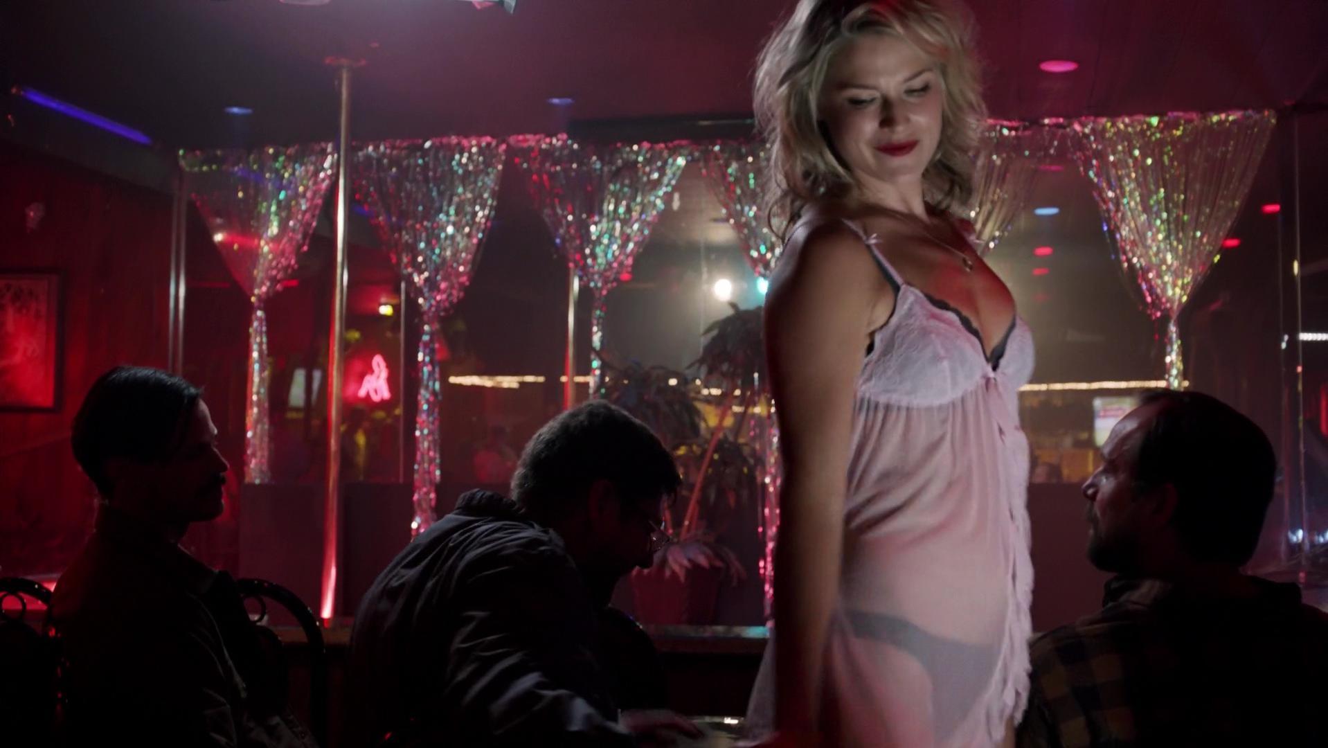 Ali Larter sexy - Legends s01e01 (2014)