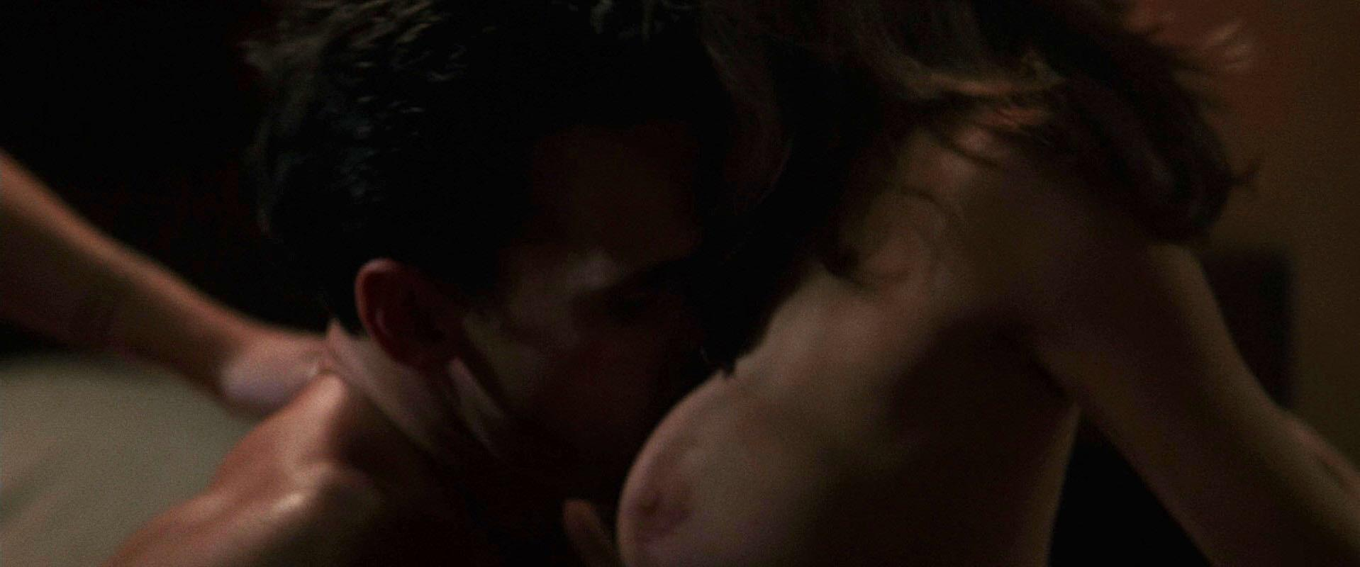 kiss scene nude girls