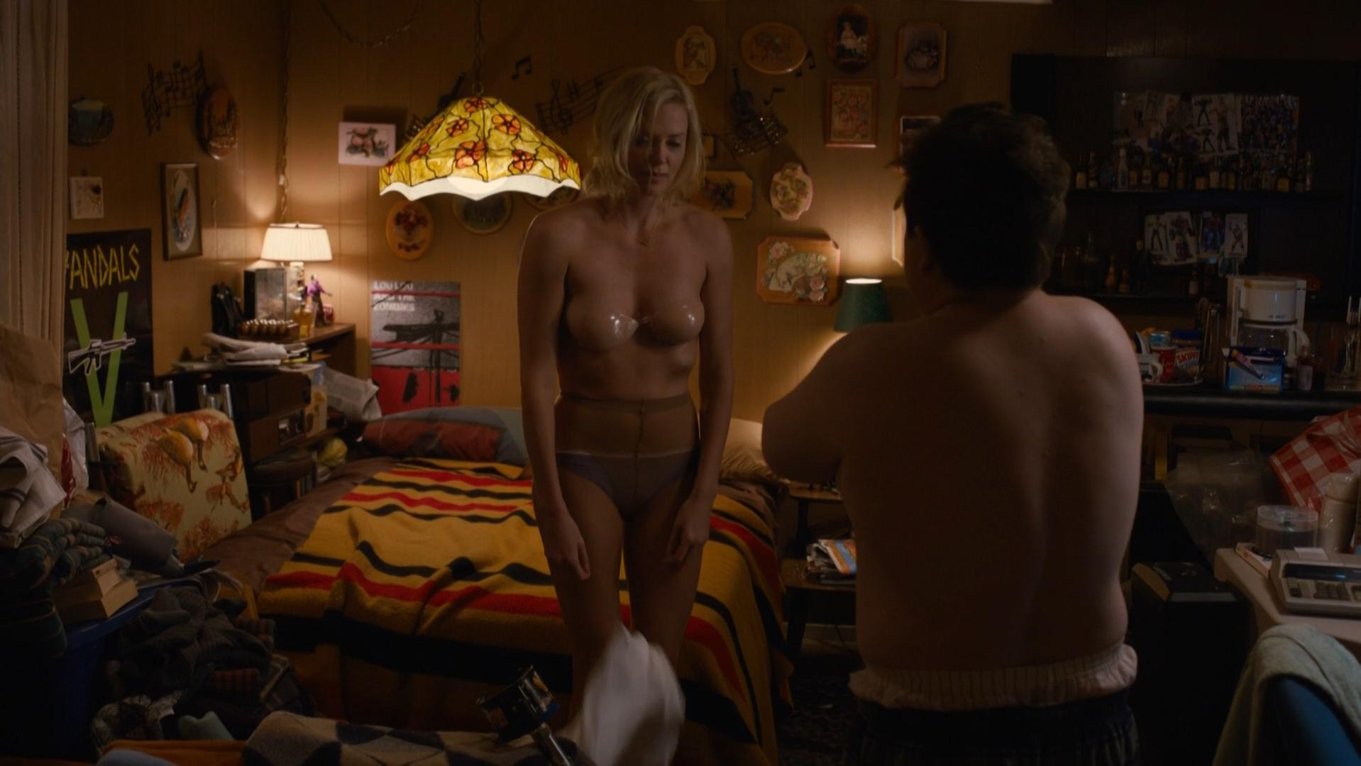 Charlize Theron sexy - Young Adult (2011)