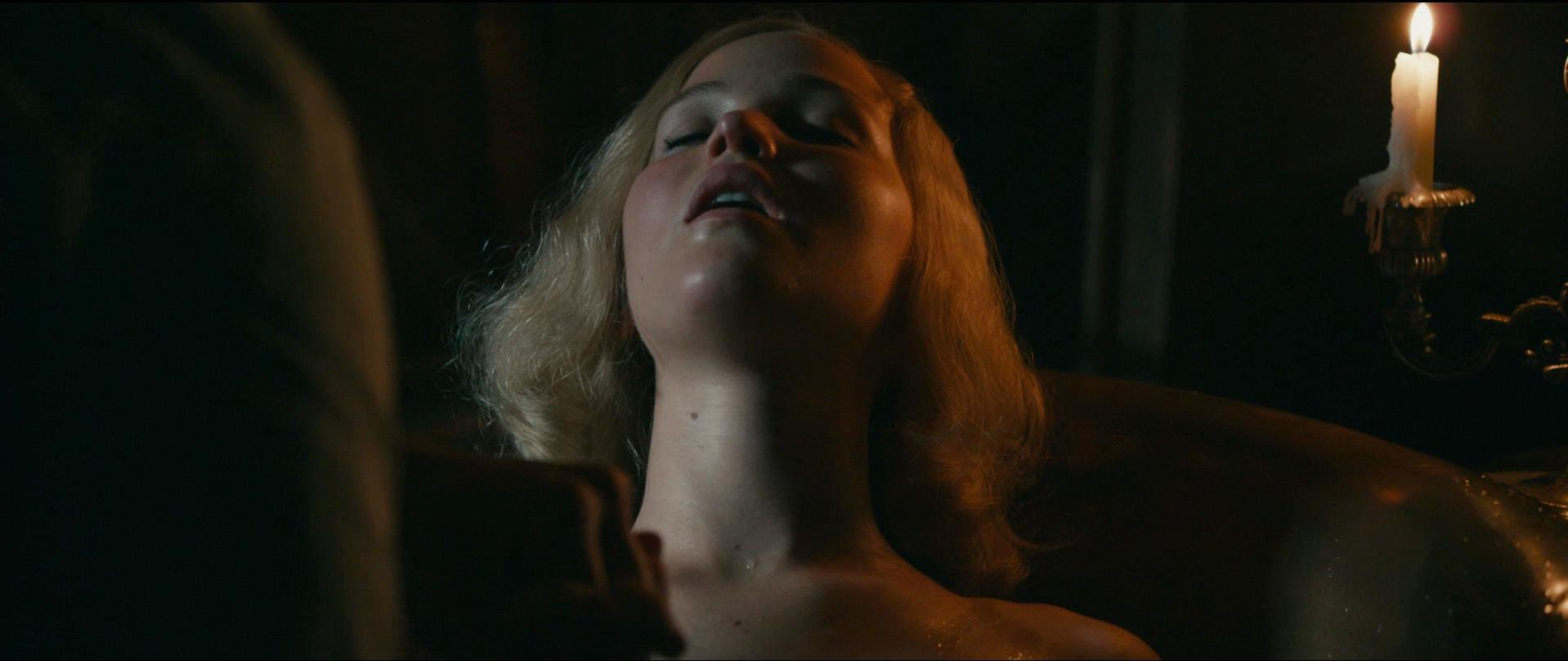 Jennifer Lawrence sexy - Serena (2014)