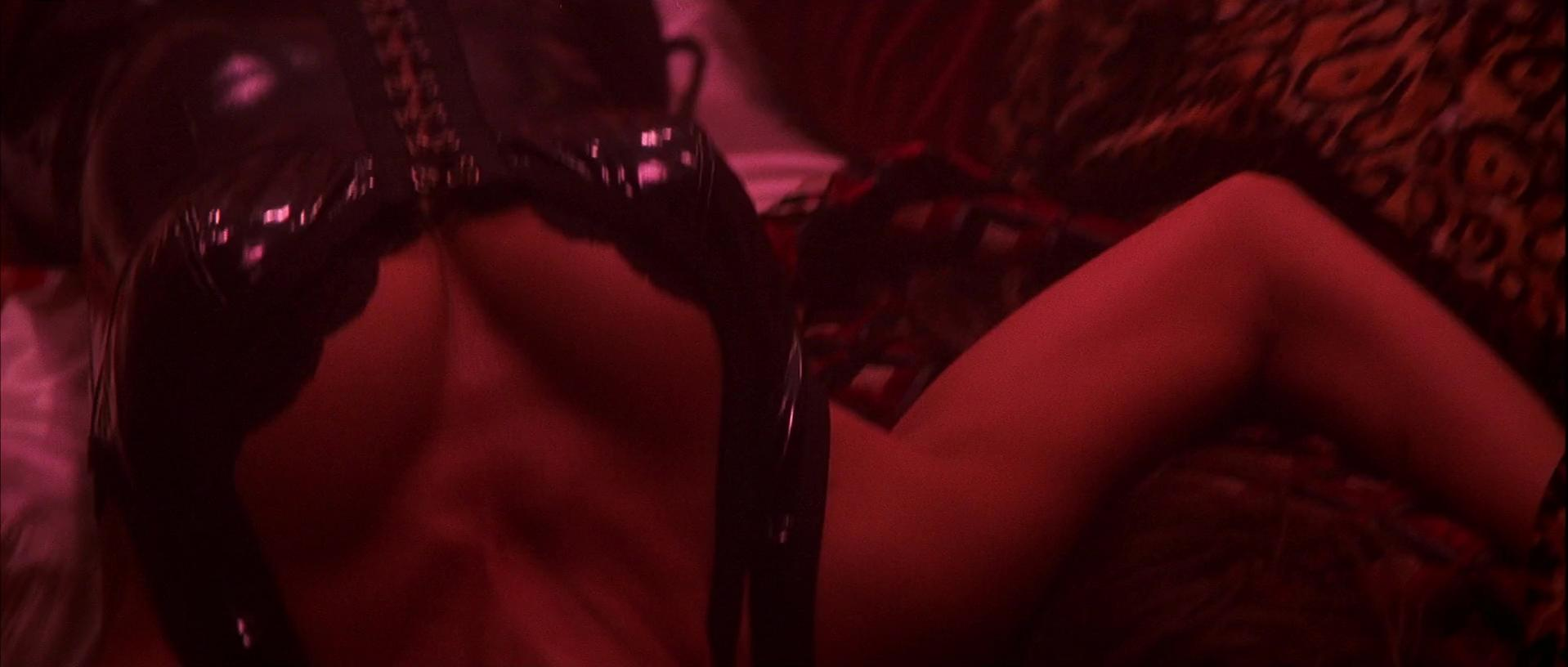 Penelope Cruz sexy - Blow (2001)