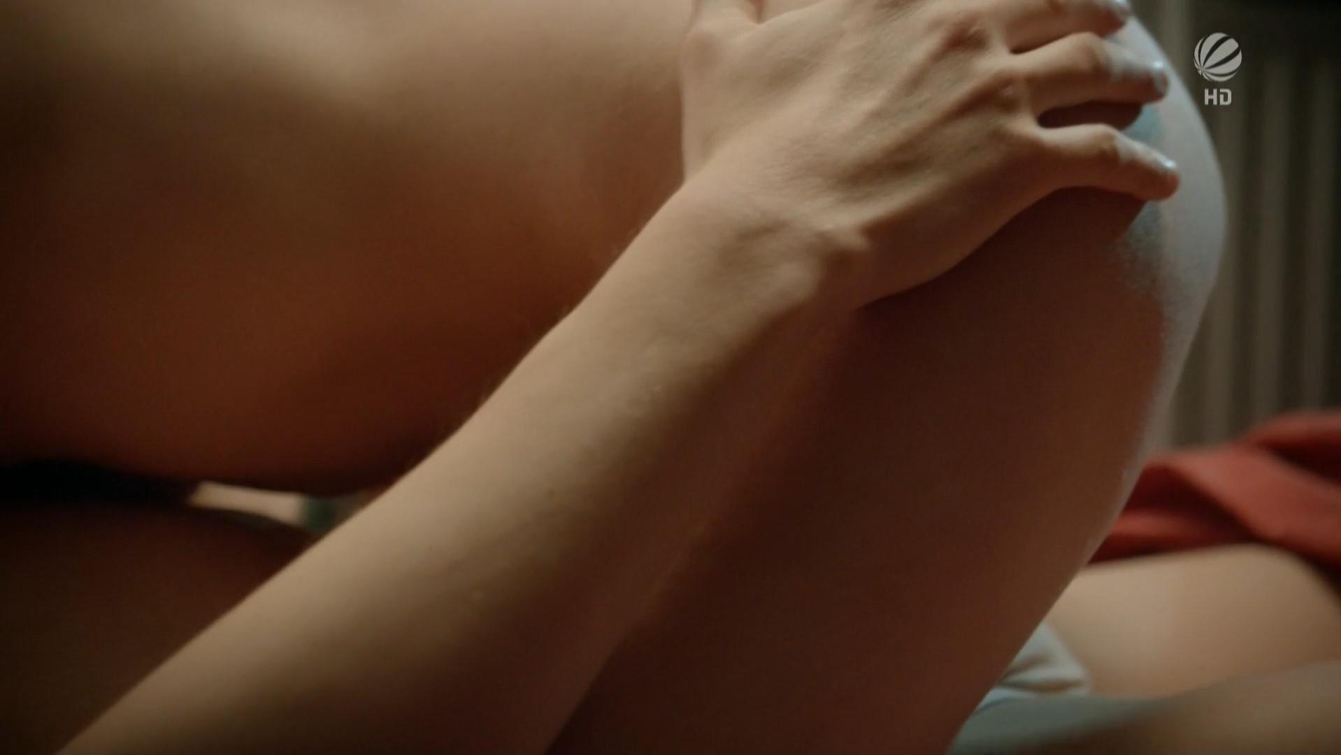 Kristina Doerfer nude - Auf Herz und Nieren s01e01 (2012)