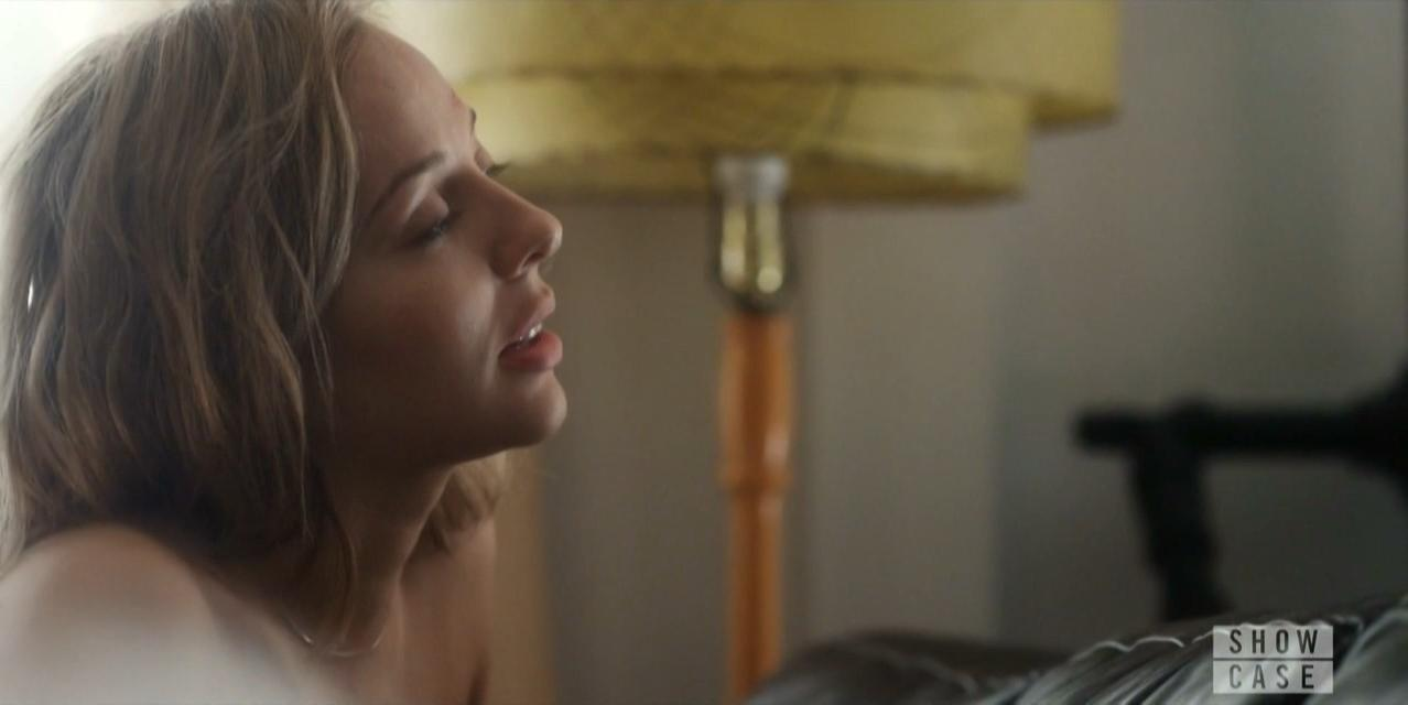 MacKenzie Porter sexy - Travelers s01e01 (2016)