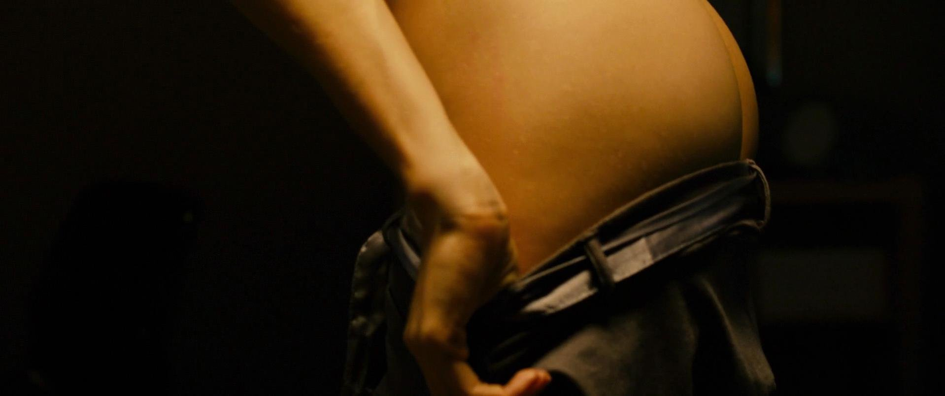 Ali Cobrin nude - Girlhouse (2014)