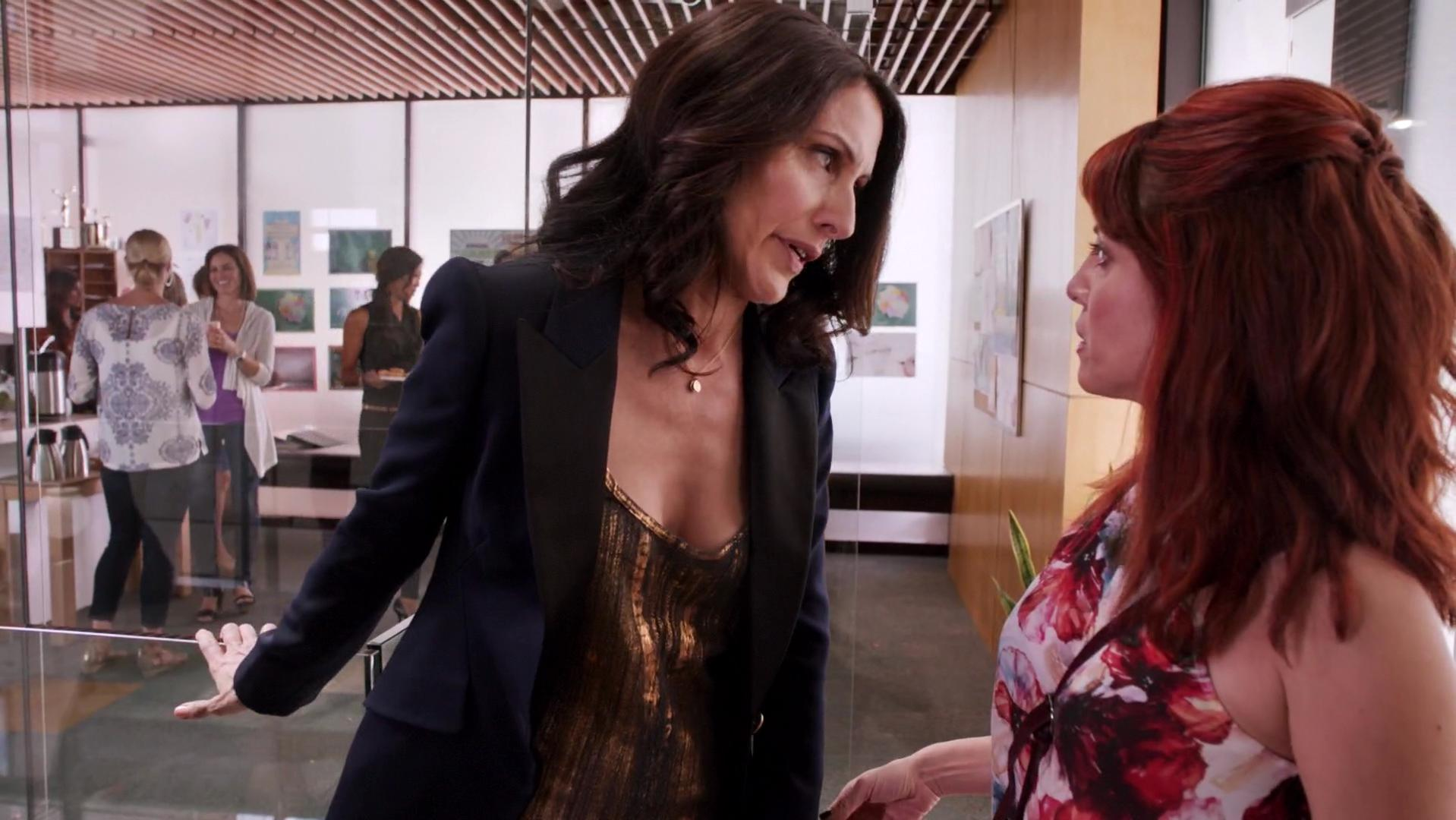 Lisa Edelstein sexy - Girlfriends Guide to Divorce s01e10 (2015)