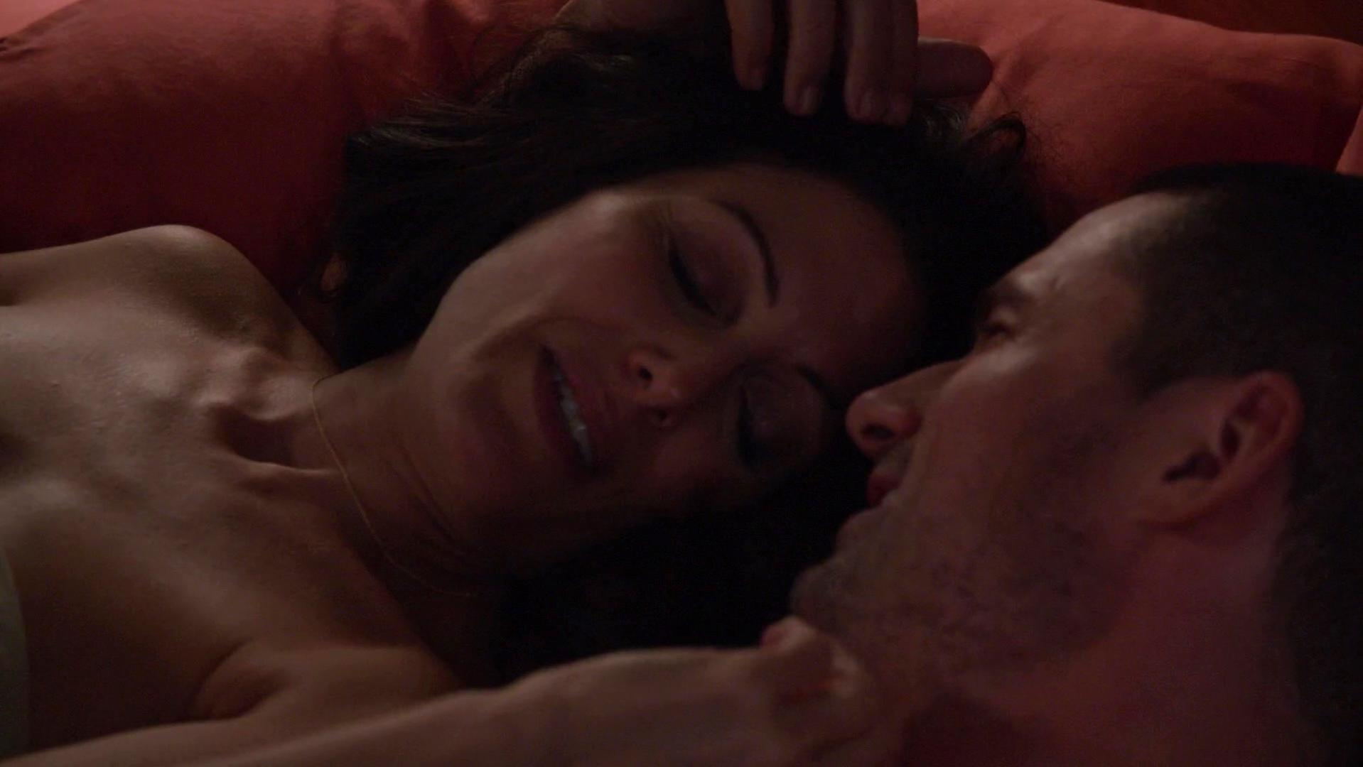Lisa Edelstein sexy, Alanna Ubach sexy - Girlfriends Guide to Divorce s01e09 (2015)
