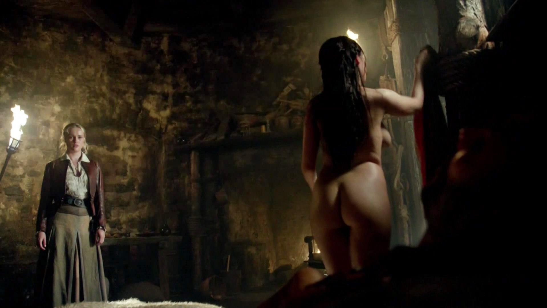 Lise Slabber nude, Jessica Parker Kennedy sexy, Clara Paget sexy - Black Sails s02e01 (2014)