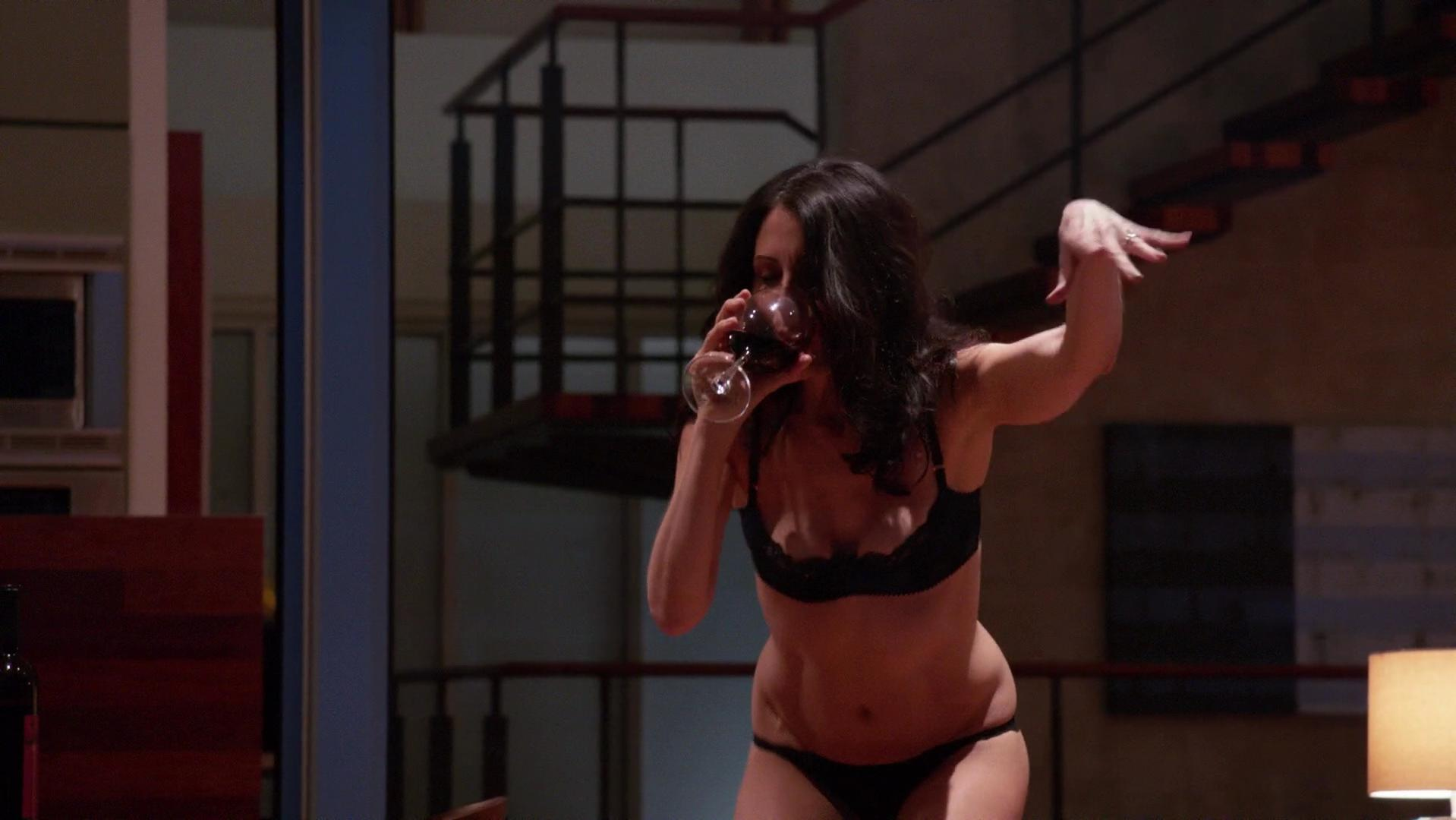 Lisa Edelstein sexy - Girlfriends' Guide to Divorce s01e03 (2014)