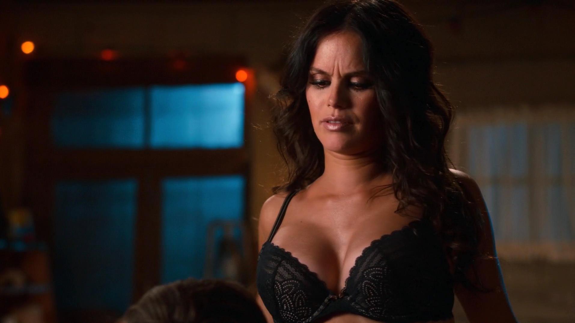 Rachel Bilson sexy - Hart of Dixie s04e01 (2014)