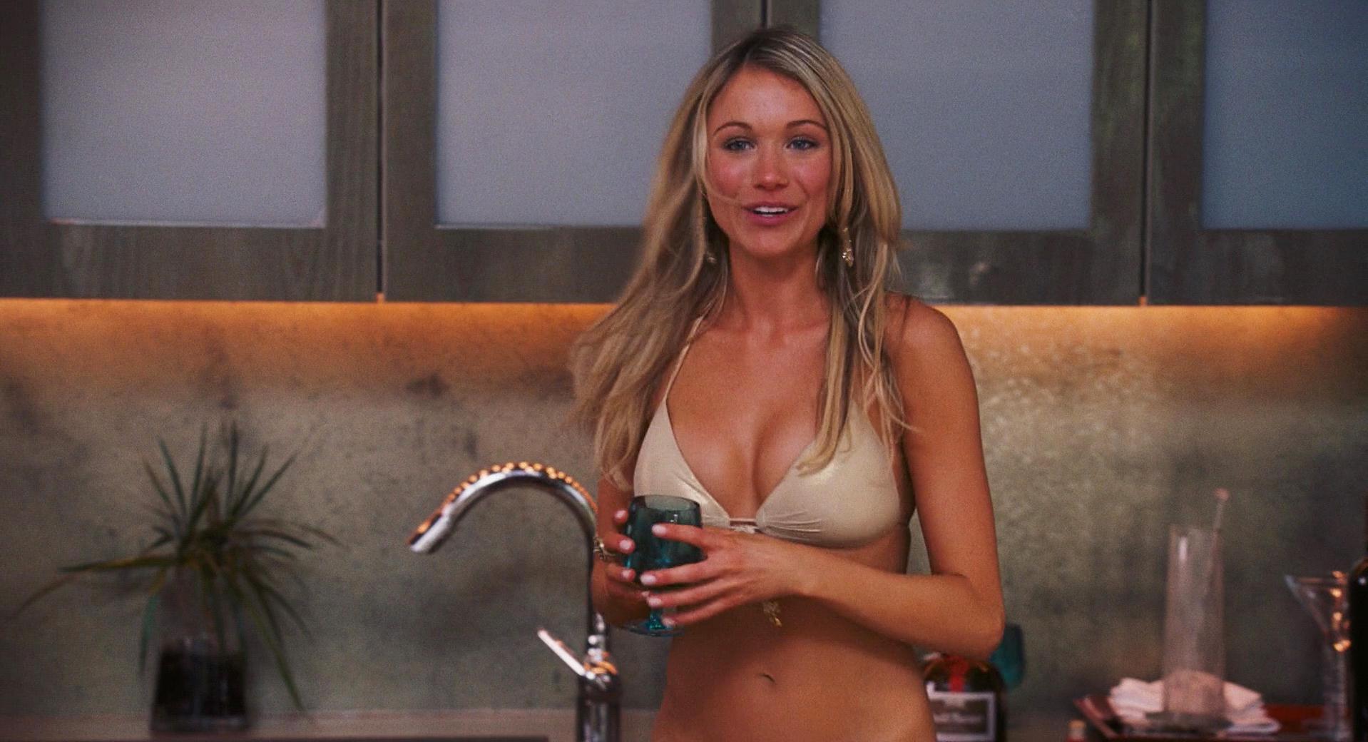 Katrina Bowden sexy, Mena Suvari sexy - American Reunion (2012)