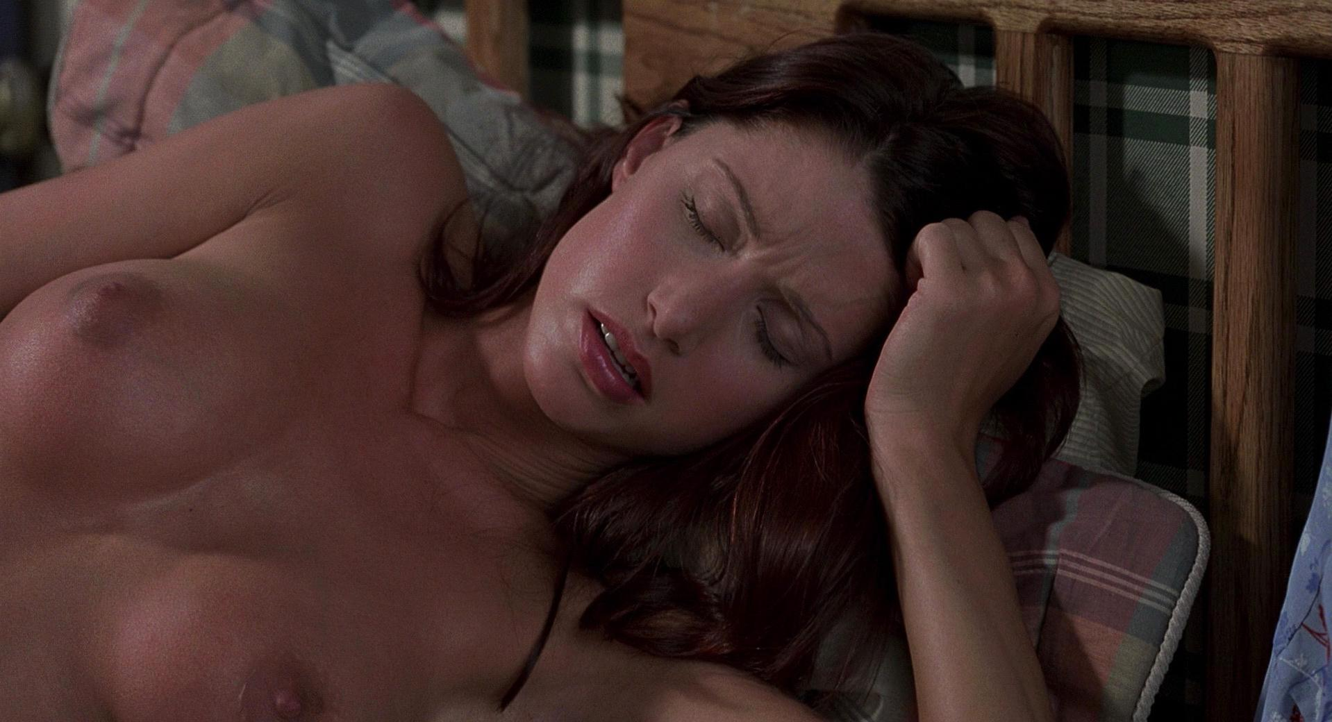 American Pie Uncensored nude video celebs » shannon elizabeth nude - american pie (1999)
