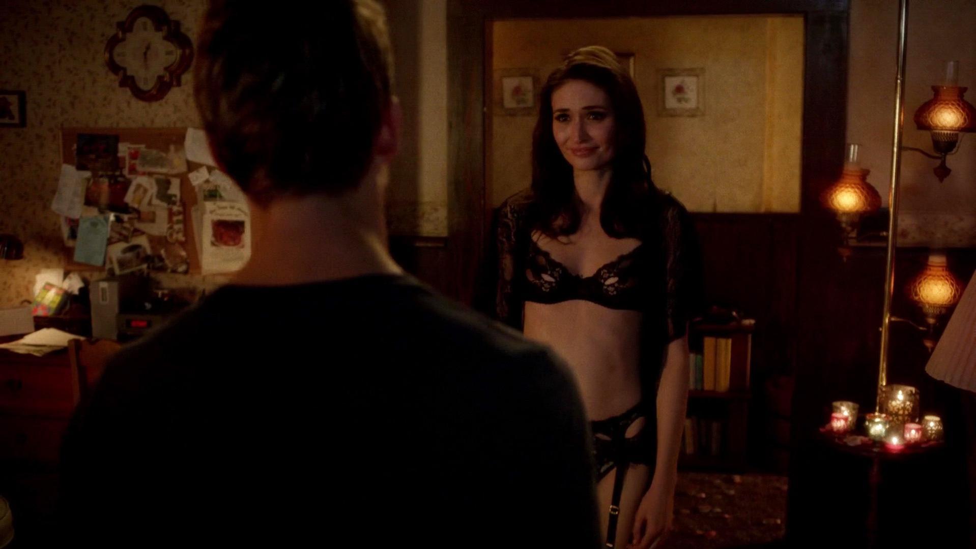 Karolina Wydra sexy - True Blood s07e06 (2014)