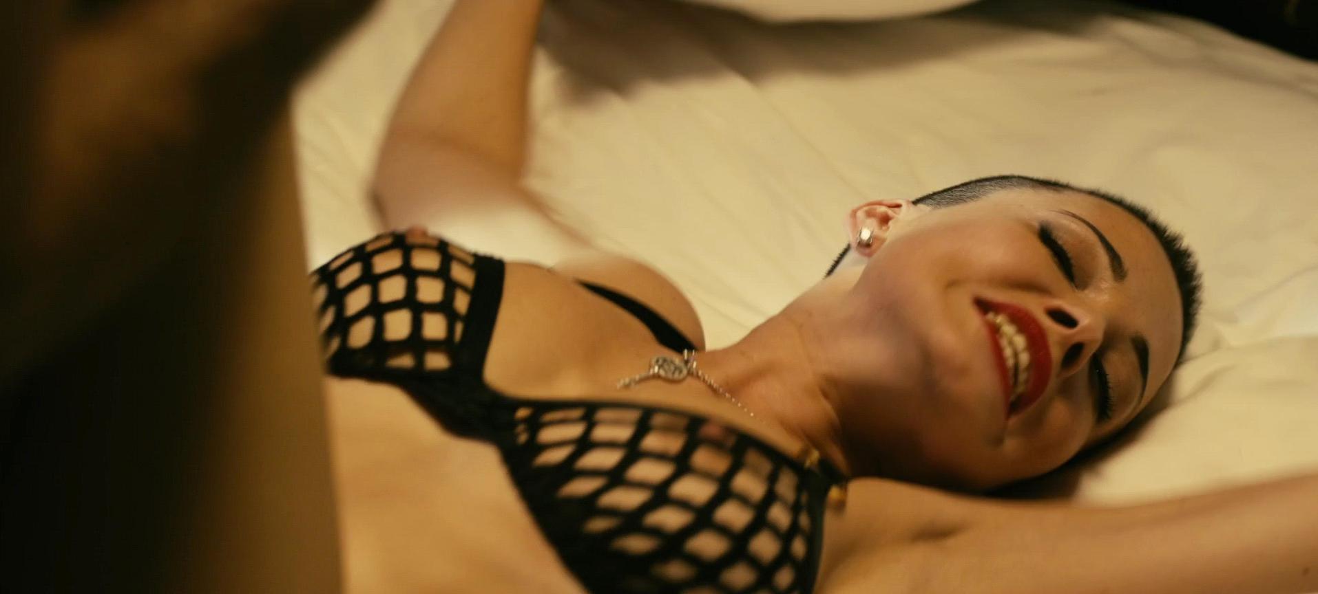 Dasha Astafieva nude - Chto tvoryat muzchiny (2013)