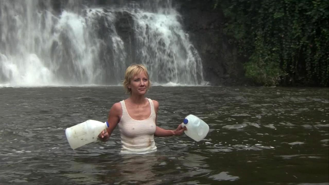 Anne Heche sexy - Six Days, Seven Nights (1998)