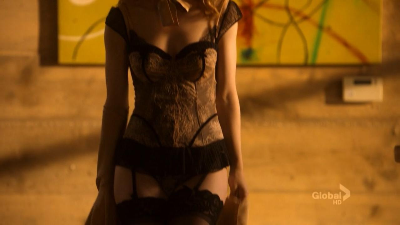 Melissa George sexy - Lie To Me s02e13 (2010)