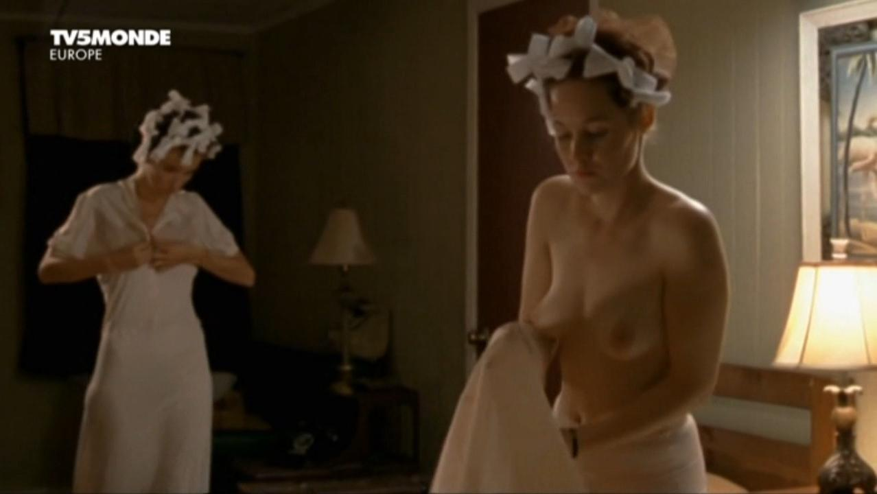 Adelaide Leroux nude - Cigarettes et bas nylon (2010)