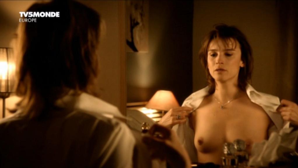 Agathe de La Boulaye nude - Petopless arrangements avec ma mere (2011)
