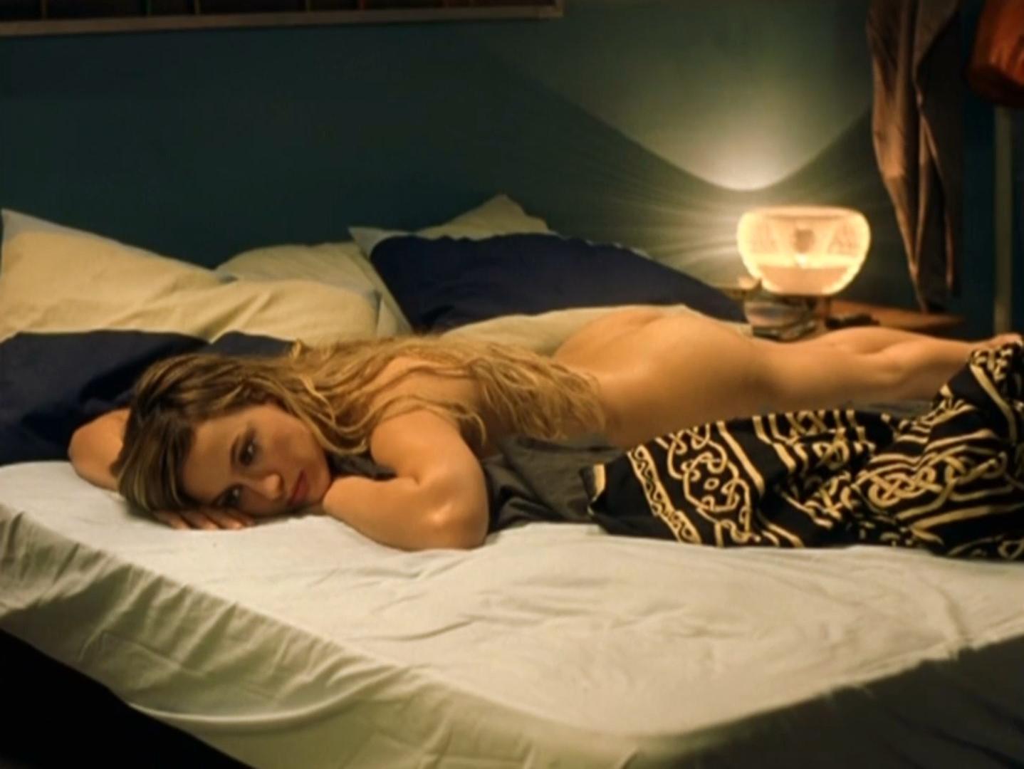 Natalia Verbeke nude - El otro lado de la cama (2002)