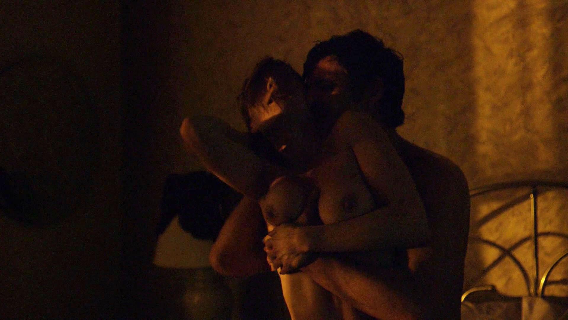 Carolina Acevedo nude - Narcos s02e03 (2016)
