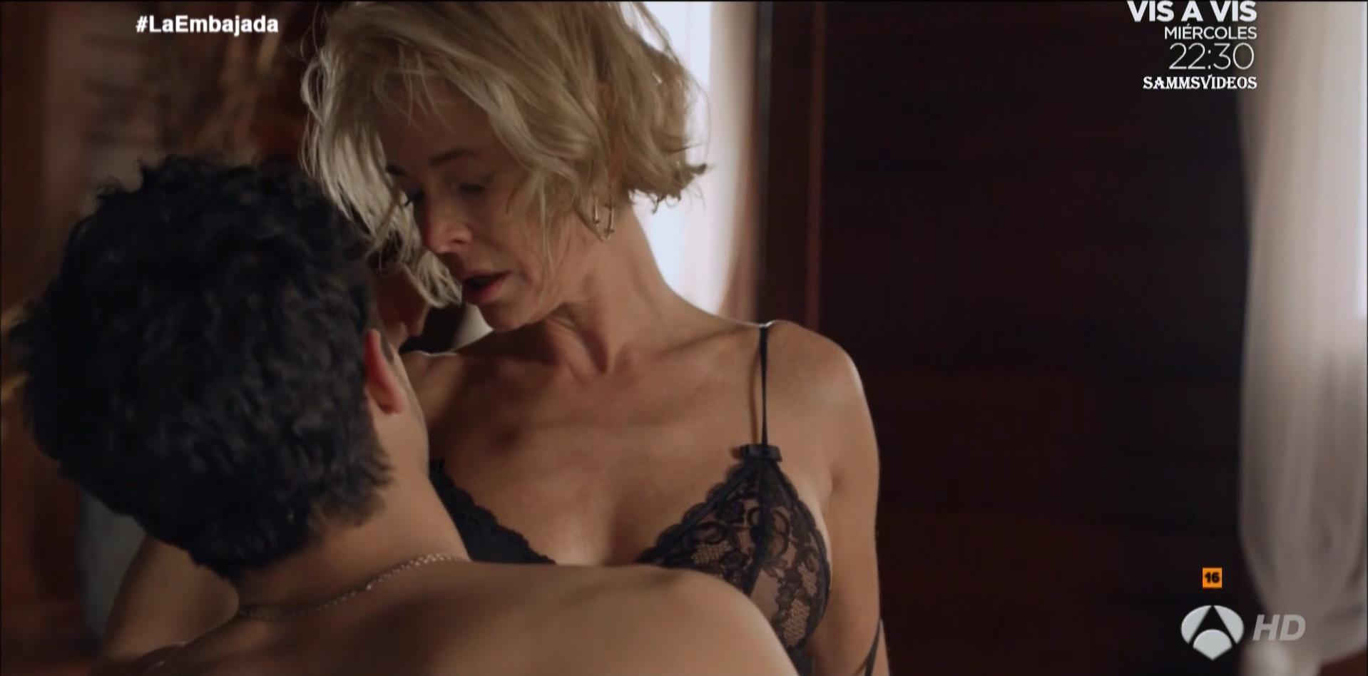 Belen Rueda sexy - La embajada s01e01 (2016)
