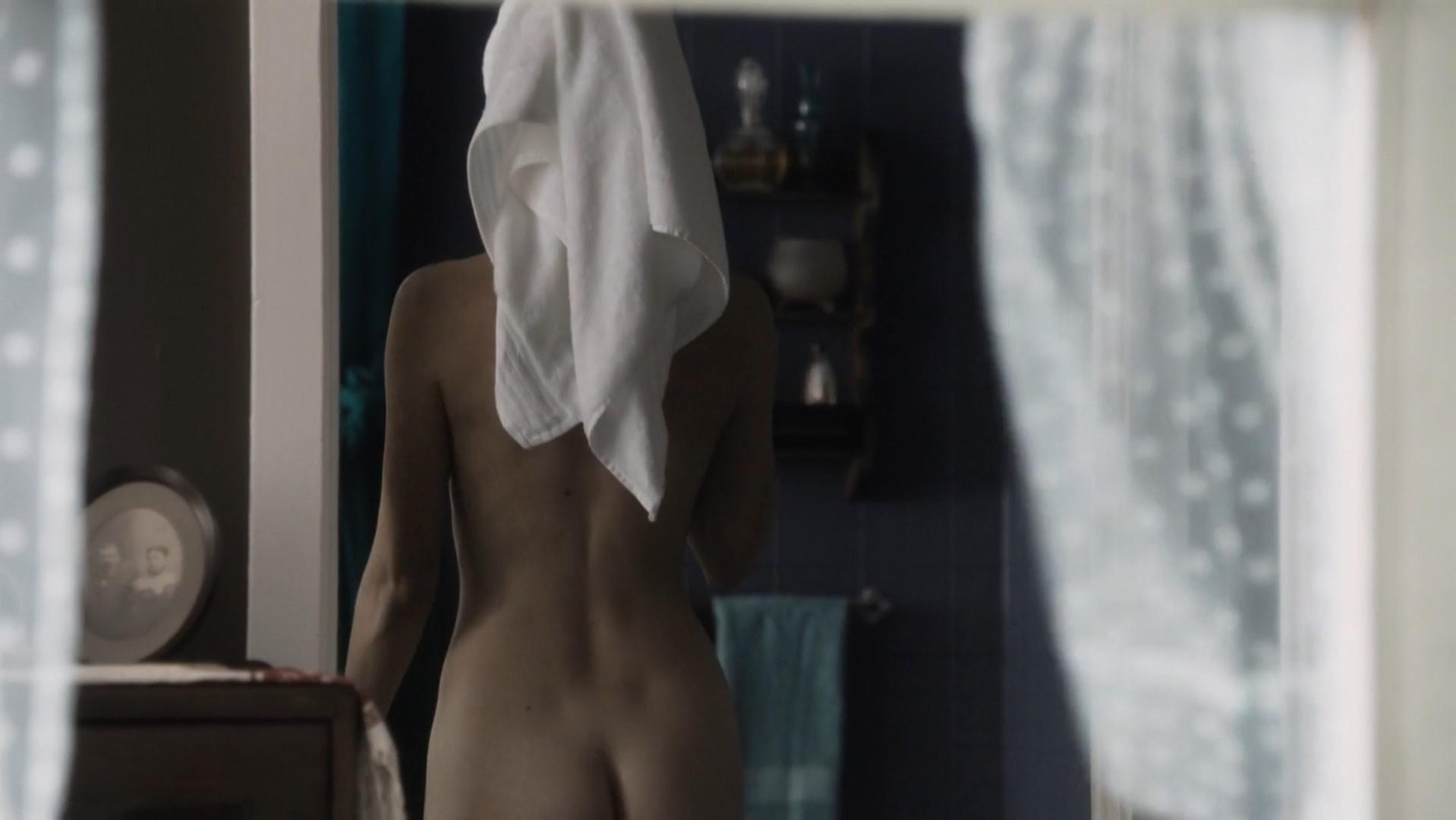 Carole Weyers nude, Rachel Brosnahan nude, Alexia Fast nude - Manhattan s01-02 (2014)