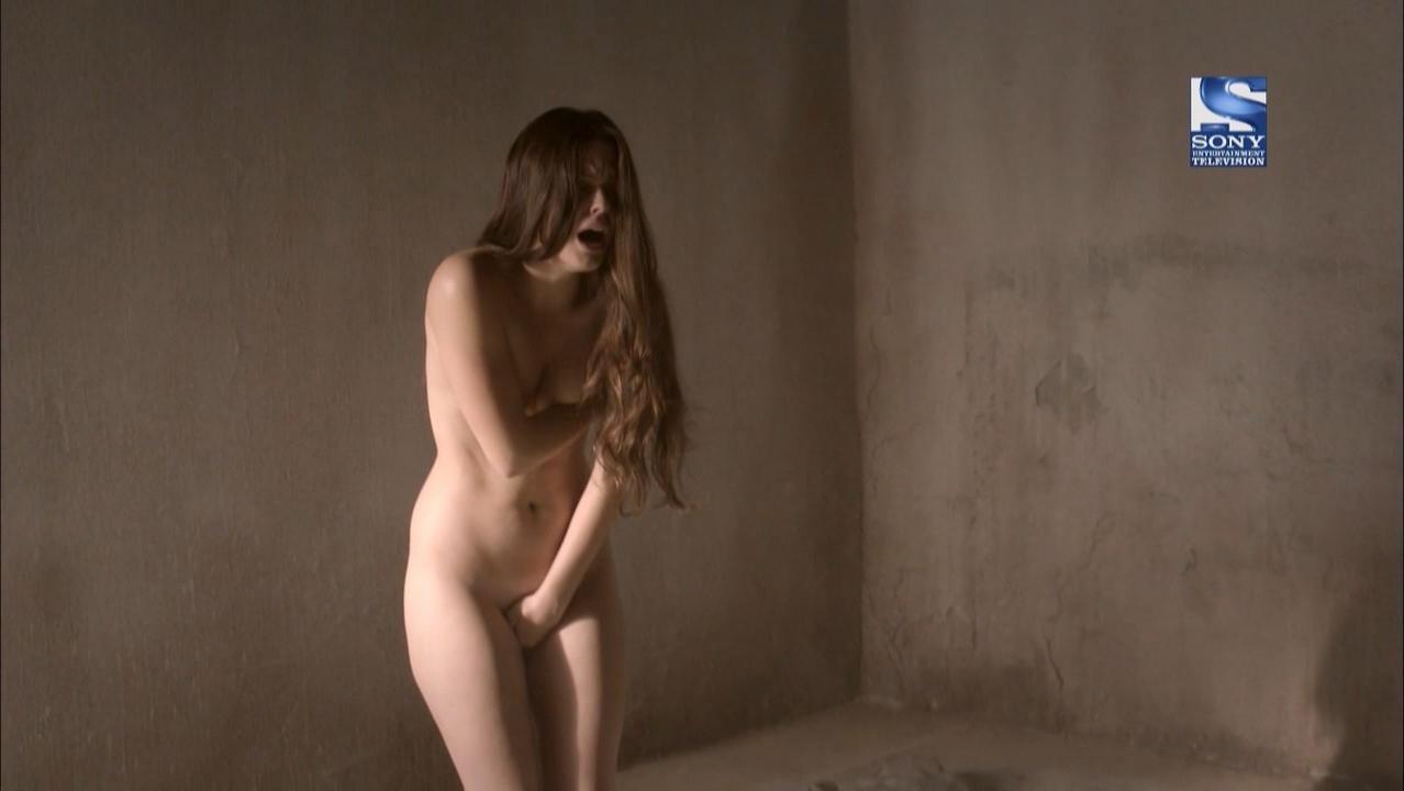 Adriana Torrebejano nude, Silvia Alonso nude - Tierra de Lobos s02e11 (2011)