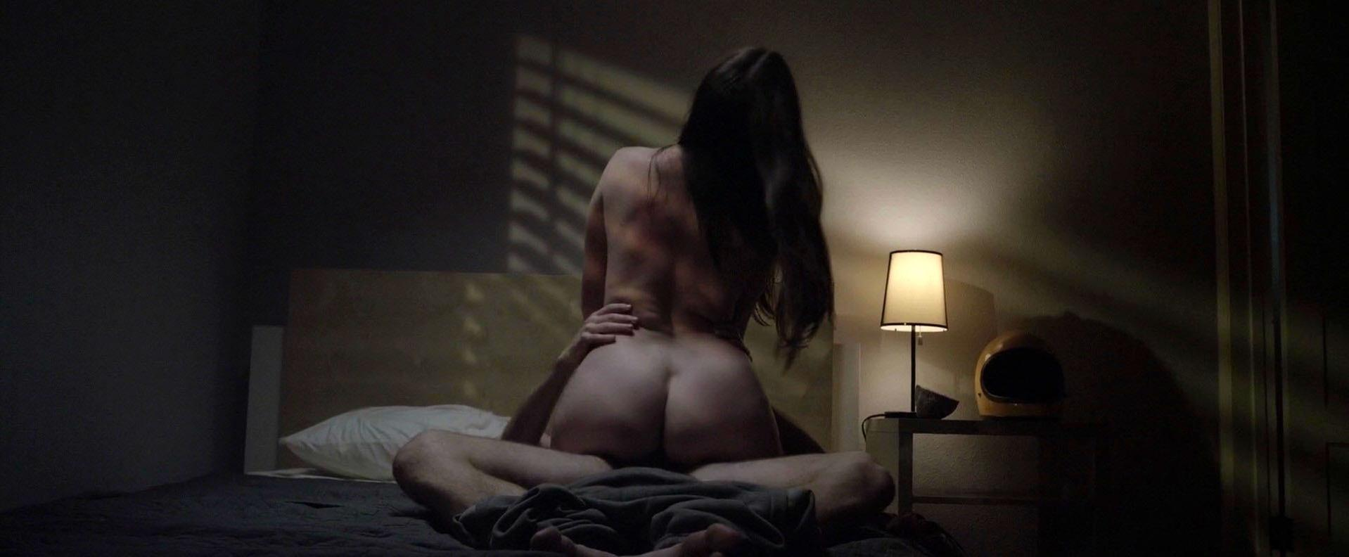 Lena Dunham Slams Unrealistic Sex Scenes