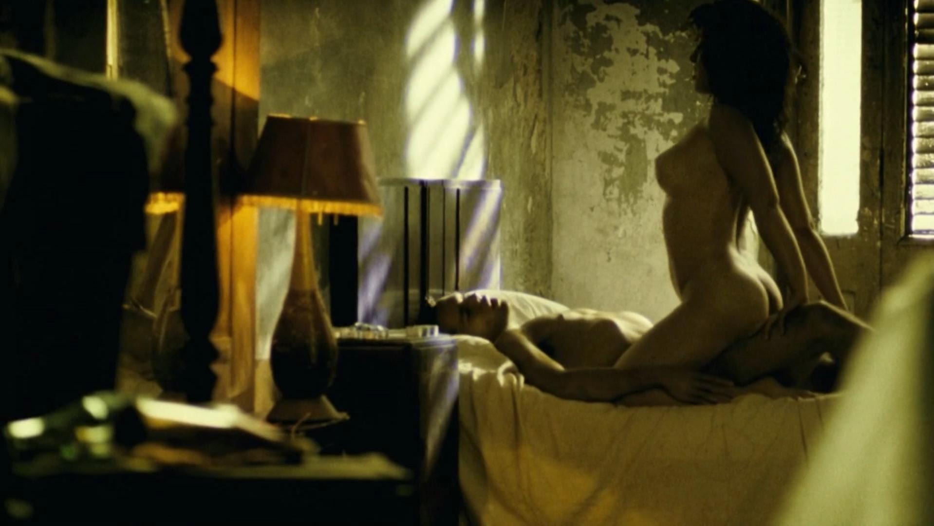 Natalia Verbeke nude - Arritmia (2007)