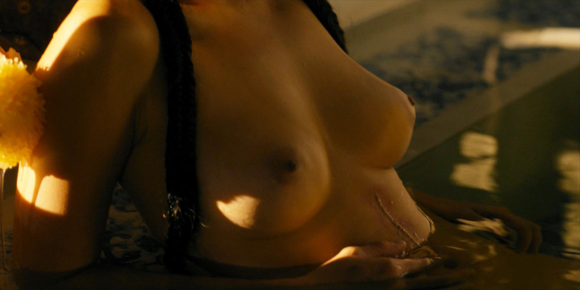 Esther Low nude - Marco Polo s02e05 (2016)