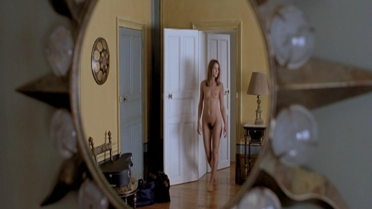 Clotilde Courau nude - Promenons-nous dans les bois (2000)