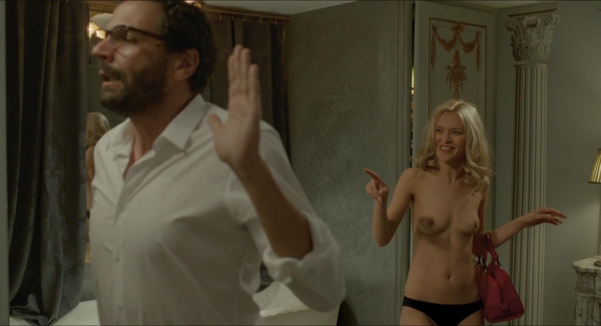 Caroline Anglade nude - Josephine s'arrondit (2016)