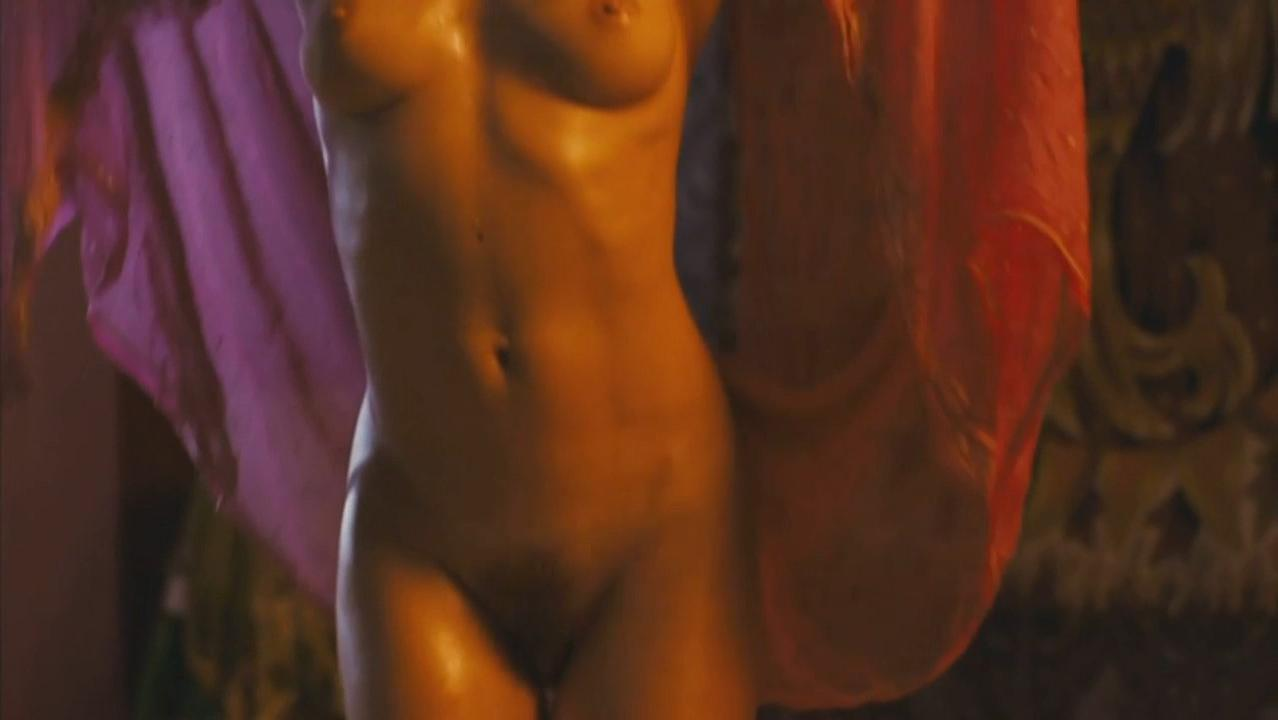 Natalia Avelon nude - Das wilde Leben (2007)